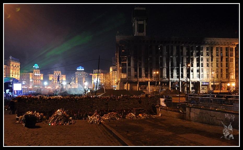 Kiev - Révolution de 2014 Euromaidan - La place de l'indépendance, vue d'ensemble - maidan Nézalejnosti