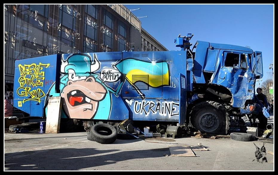 Kiev - Révolution de 2014 Euromaidan - Epave d'un camion des berkouts - беркути грузовик