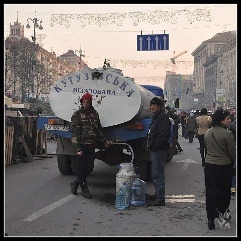 Kiev - Révolution de 2014 Euromaidan - Le service d'eau- maidan