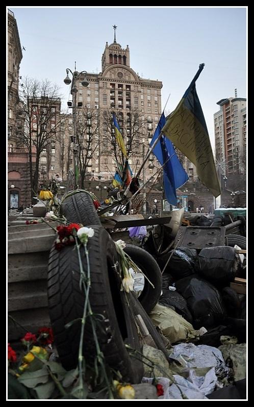 Kiev - Révolution de 2014 Euromaidan - Barricades en bas de la rue Kel'nytskoho - maidan