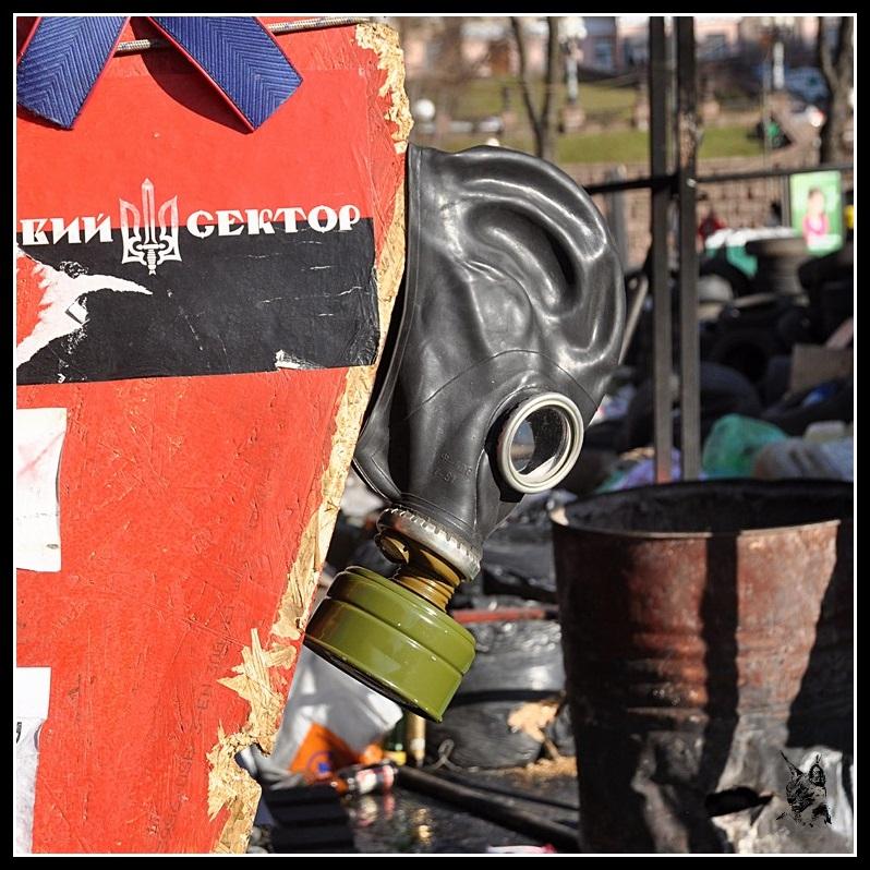 Kiev - Révolution de 2014 Euromaidan - Правий сектор Preavy sector ou secteur droit. La milice qui tient la place