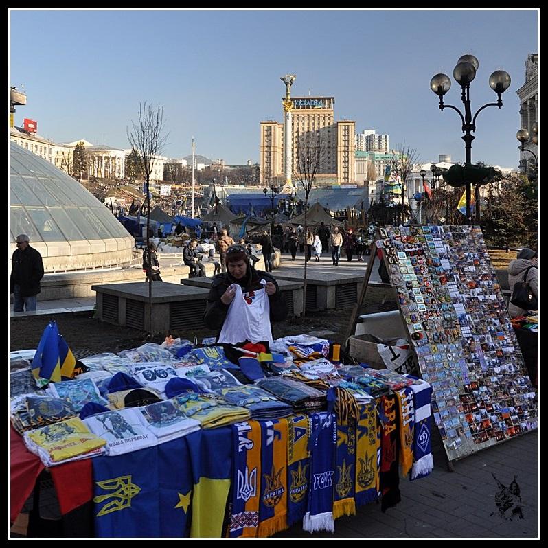 Kiev - Révolution de 2014 Euromaidan - Vendeurs ambulants place de l'Indémendance