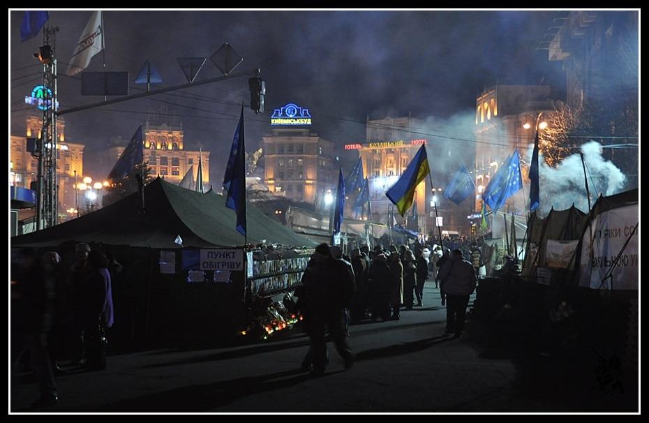Kiev - Révolution de 2014 Euromaidan - La place de l'indépendance de nuit - Майдан Незалежності