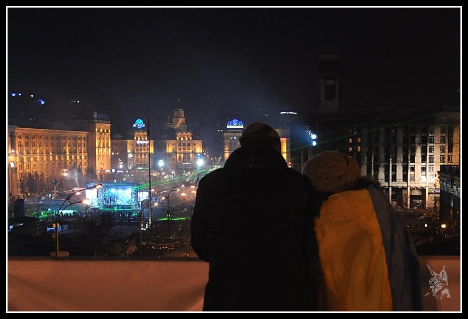 Kiev - Révolution de 2014 Euromaidan - Un couple d'ukrainiens pendant le concert du 9 Mars