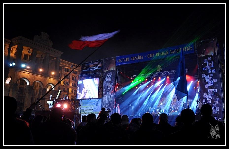 Kiev - Place de l'indépendance lors de la révolution de 2014 Euromaidan - Concert et drapeaux polonais - 9 Mars 2014 - maidan